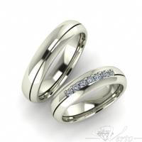 15. Witgouden trouwringen met diamant. Paar 1425.-