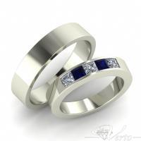 20. Witgouden trouwringen met princess diamant en saffier. Paar 2150.-