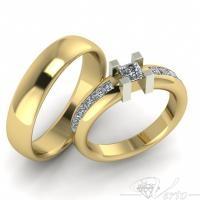 22. Geelgouden trouwringen met princess diamant. Paar 3195.-