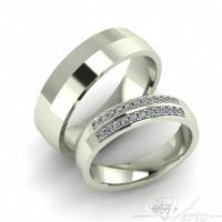 23.Witgouden trouwringen met diamant. Paar 1495.-