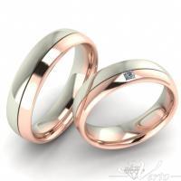 25. Wit/Rosé trouwringen met diamant. Paar 995.-