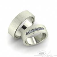 31.Witgouden trouwringen met diamant. Paar 1495.-