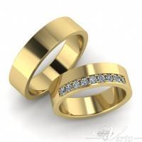 34.Geelgouden trouwringen met diamant. 1535.-